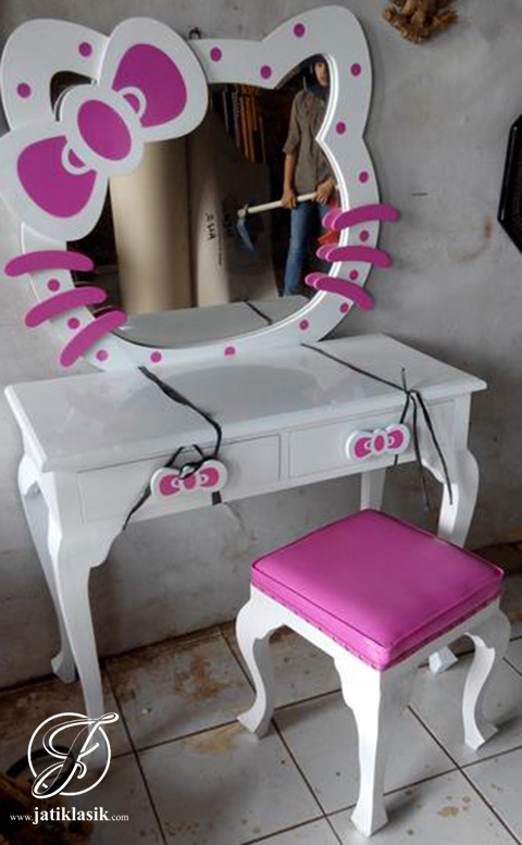 Meja Rias Hello Kitty Cat Duco