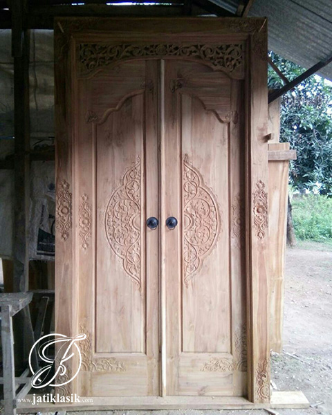 Pintu Gebyok Jati Ukir Model Minimalis