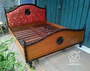 Tempat Tidur Klasik Jati Mewah