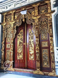 Pintu Relief Ukir Gapuro Gebyok Sentuhan Emas